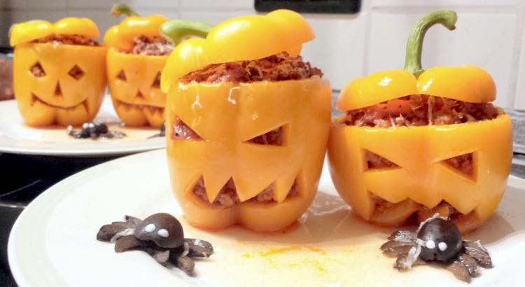 Gefuellte Paprika zu Halloween